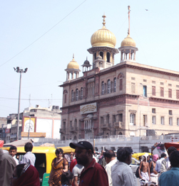 Old Delhi walking tour with Sikh Temple