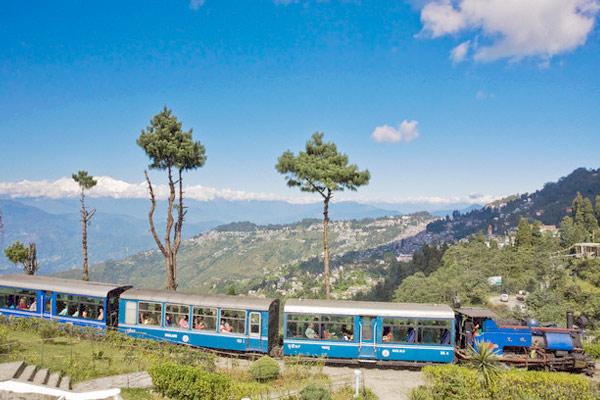 Train at Batasia Loop Darjeeling