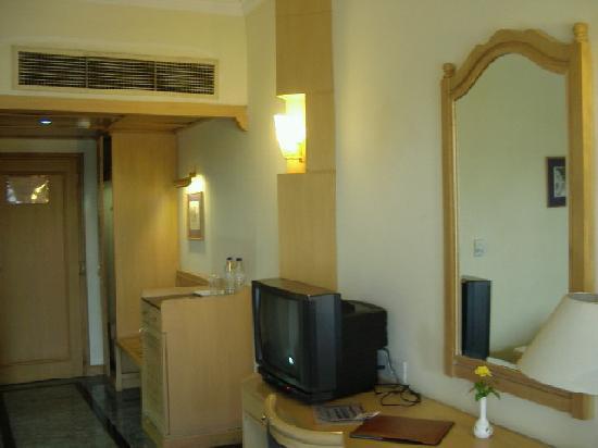 THE CENTAUR HOTEL