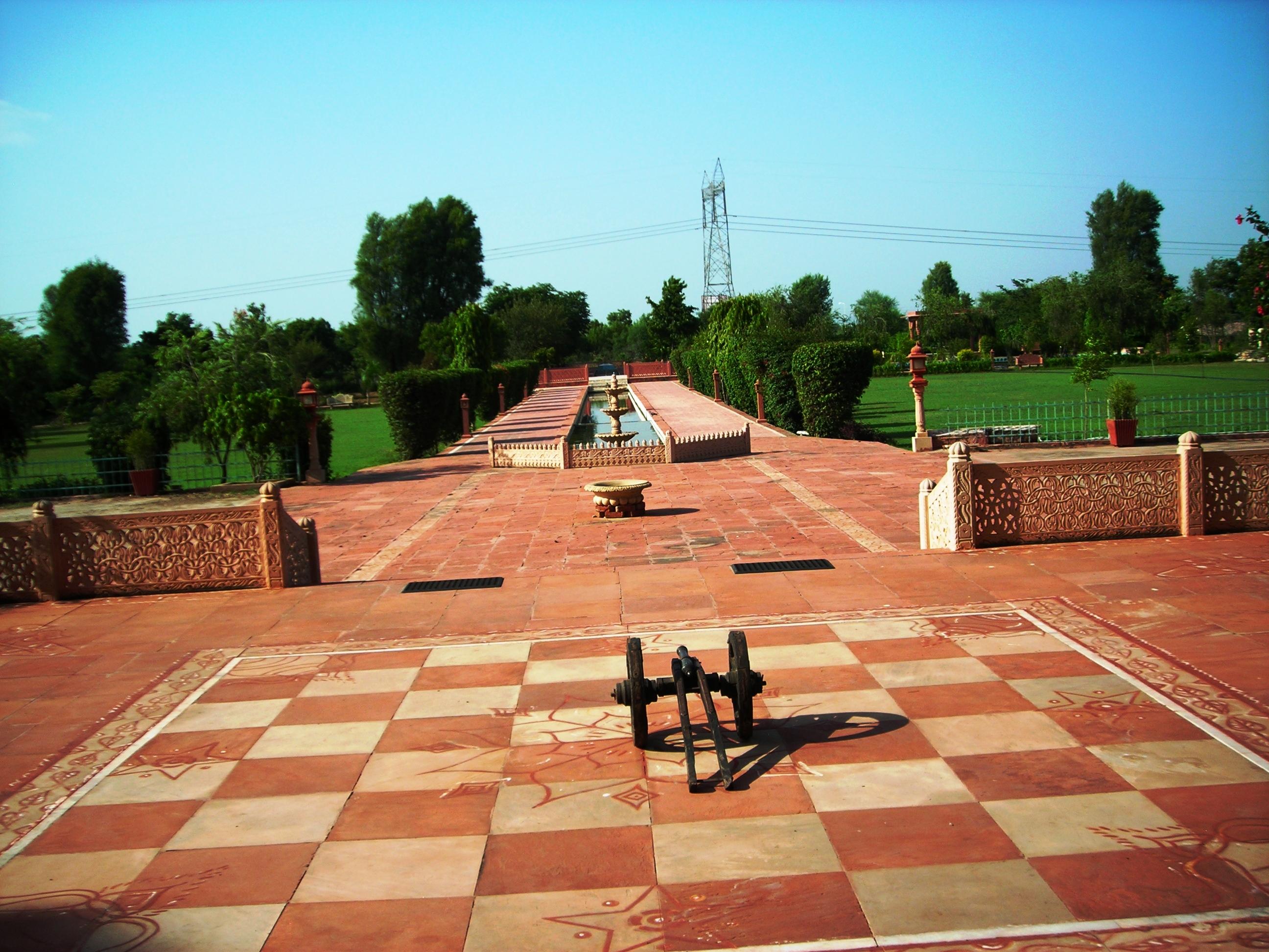 UMAID LAKE PALACE