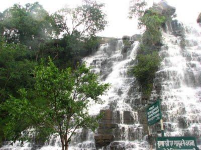 Tiratgarh Waterfalls3
