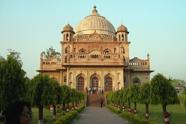 Sadat Ali Tomb Lucknow