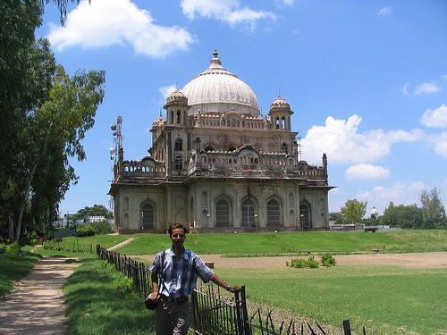Sadat Ali tomb