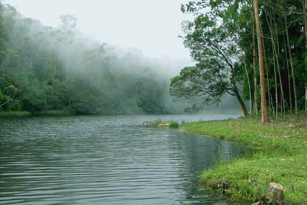image of Devikulam Lake Munnar